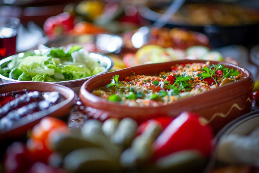 Gedeckter Tisch am Balkan